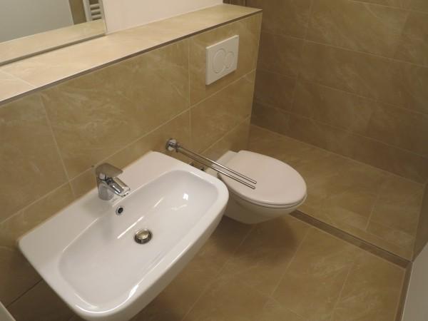 Bad - WC und Waschtisch
