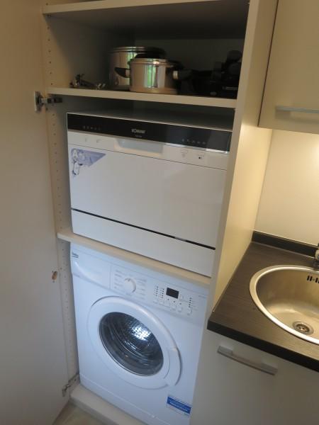 Küche mit Spül- und Waschmaschine